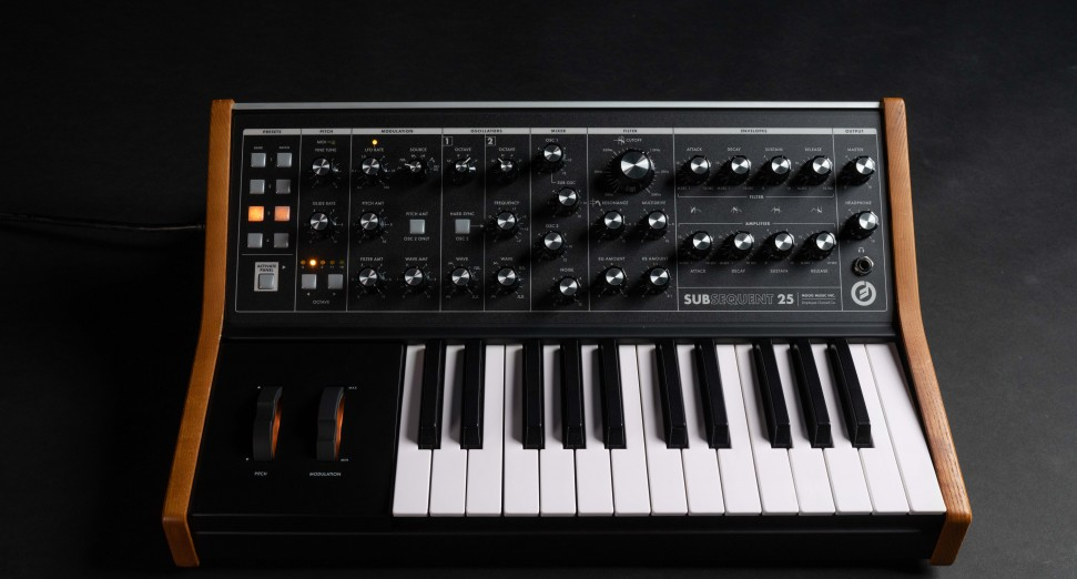 Moog Subsequent 25 synth